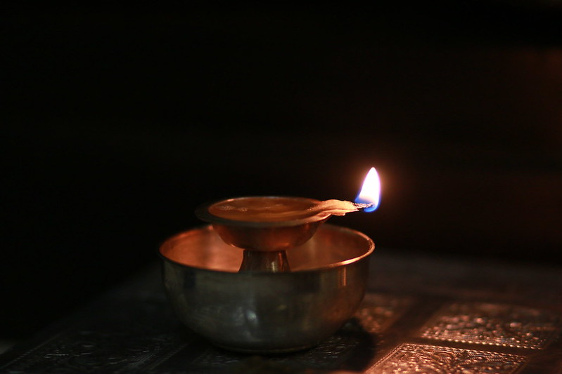 Ce înseamnă uleiul din candelă | VIDEO